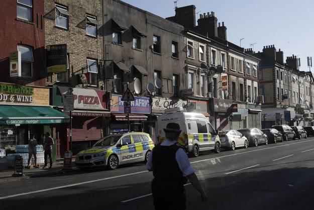 Die blutige Fahrt direkt in eine Gruppe von Muslimen ist vor dem Muslim Welfare House, einem kleinen Gebetshaus im Norden Londons, passiert. Um die Ecke gibt es in der direkten Nachbarschaft noch die grössere Finsbury-Park-Moschee.