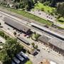 Blick auf den Bahnhof Wohlen mit dem Freiverlad und Güterschuppen.