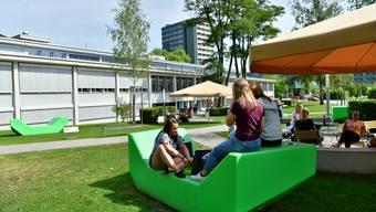 Enzo-Möbel beim Bildungszentrum Gesundheit und Soziales nahe dem Kantonsspital KSO Olten