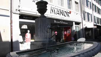 Nur einer der vielen Eingänge zum Manor-Liegenschaftengeflecht an der Gurzelngasse.