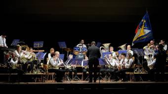 Die Musikgesellschaft Stüsslingen am Jahreskonzert unter der Leitung von Urs Bachofer, der mittlerweile seit 30 Jahren den Takt vorgibt.