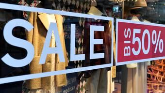 Ausverkauf: Auch Boutiquen in der Region bieten derzeit reduzierte Kleidungsstücke zum Verkauf. (Symbolbild)