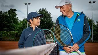 Grossvater Fritz Kern teilt mit seinem Enkel Levin die Leidenschaft für den Tennissport.
