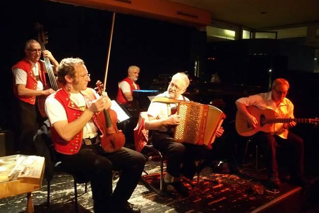 Zum krönenden Konzertabschluss spielte Toni Donadio mit den Alderbuebe