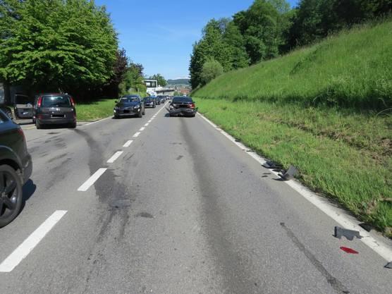 Ein Mitfahrer im hinteren Wagen wurde beim Unfall leicht verletzt.