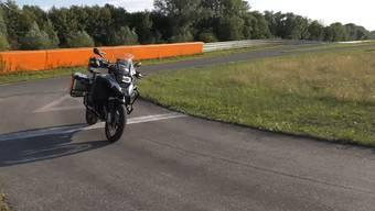 Auf der Teststrecke: BMW präsentierte das selbstfahrende Motorrad der Öffentlichkeit.