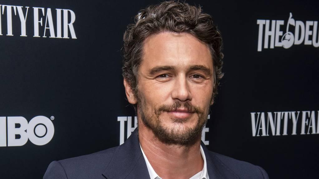 Seine Schauspielschule wurde bereits geschlossen. Nun sieht sich US-Schauspieler und Regisseur James Franco erneut mit Vorwürfen der sexuellen Nötigung von Ex-Schülerinnen konfrontiert.