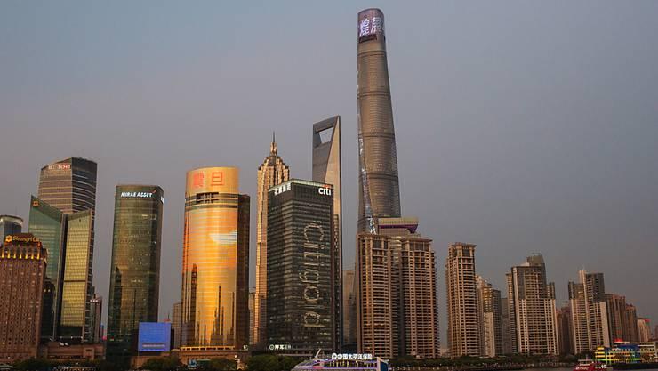 Zuletzt wuchs Chinas Industrie im Februar 2002 so langsam. Im Bild: die Wirtschaftsmetropole Schanghai. (Archivbild)