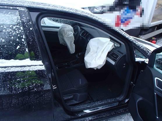Full-Reuenthal AG, 31. Januar: Die Unfallfahrerin blieb unverletzt. Der Chauffeur verletzte sich leicht.