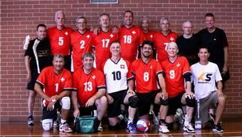 Die Schweizer 50+ Volleyball-Nationalmannschaft kämpft diesen Oktober in St. George, Utah, um eine WM-Medaille