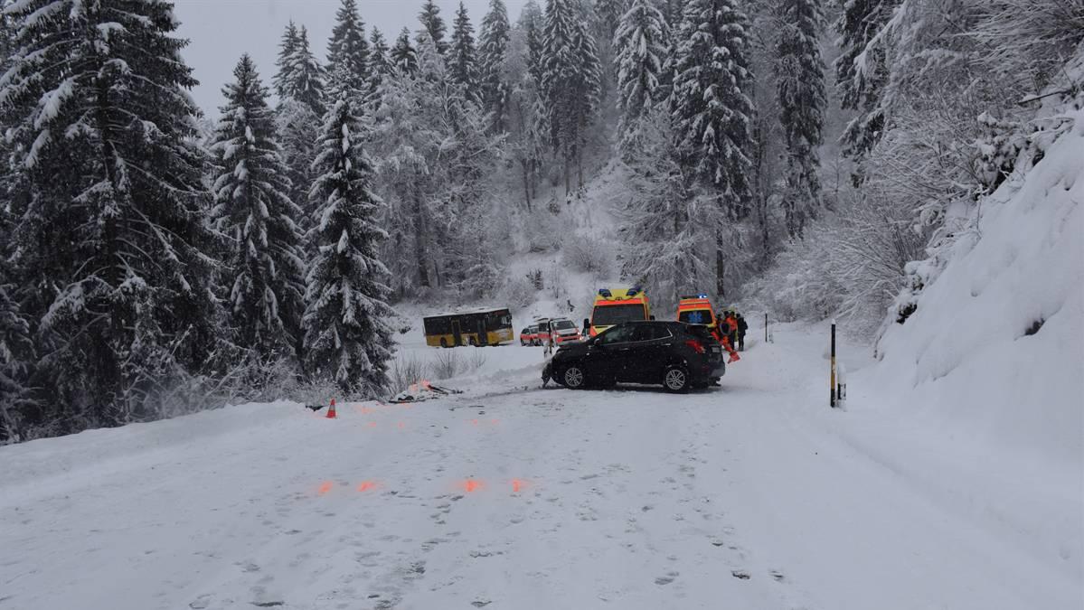 Die Strasse musste rund drei Stunden gesperrt werden.