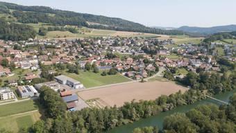 Ein Entwicklungsschwerpunkt ist das Gebiet Schürmatt West (grüne Wiese in der Bildmitte). Hier sollen künftig rund 100 Auensteinerinnen und Auensteiner leben.