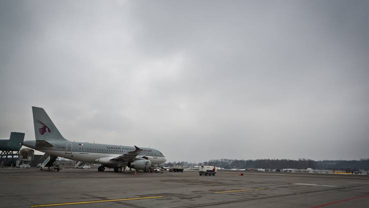 Die Flughafen Zürich AG will die Pisten 28 und 32 verlängern, wenn Deutschland den Fluglärm-Staatsvertrag absegnet. Im Zürcher Kantonsrat regt sich Widerstand.Chris Iseli/Archiv