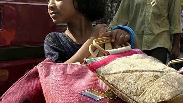 Neunjährige verkauft Taschen