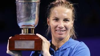 Die Russin Swetlana Kusnezowa sichert sich dank ihrem Turniersieg in Moskau auf Kosten der Britin Johanna Konta die Teilnahme an den WTA-Finals in Singapur
