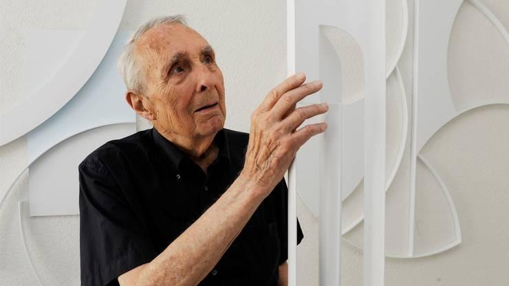 Gottfried Honegger 2012 in seinem Atelier in Zürich.