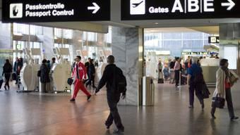 Die Einreisesperre gilt nicht nur an den Landesgrenzen, sondern auch am Flughafen Zürich. (Symbolbild)