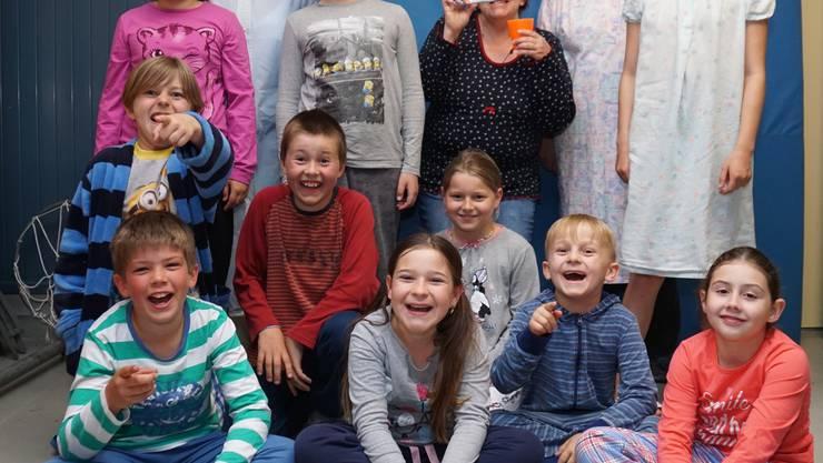 Gruppenbild mit Zahnputz Kinder