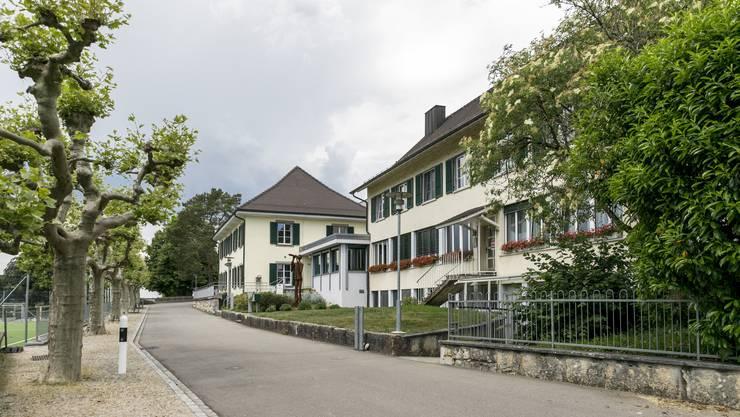 Das Schulheim liegt am Effinger Dorfrand.