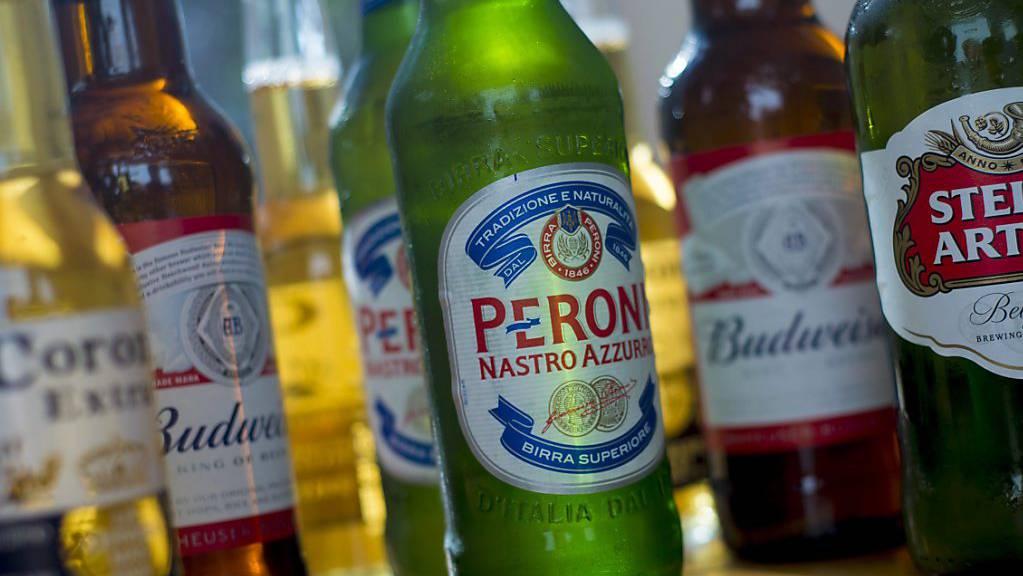 Börsengang für Schuldenabbau. Der weltgrösste Bierbrauchen will seine Asien-Tochter in Hongkong listen.