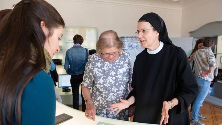 Irene Gassmann (rechts) ist Priorin im Kloster Fahr.