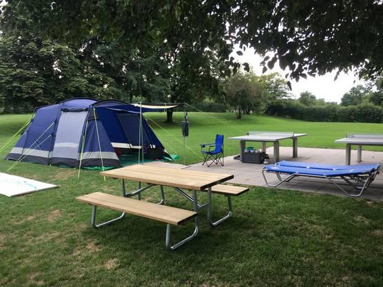Das erste Zelt steht