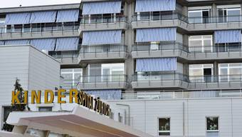 Im Jahr 2017 bearbeitete die Kinderschutzgruppe am Kinderspital Zürich 551 Fälle von Kindsmisshandlungen. (Symbolbild)