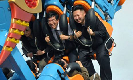 Der nordkoreanische Machthaber Kim Jong Un (oben rechts) am 25. Juli im Vergnügungspark Runga (Archiv)