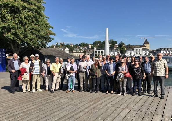 Gruppenbild vor Wagenbachbrunnen-KKL. Total 49 Mitreisende