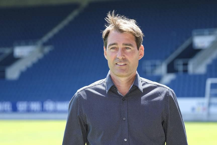 Der neue FCL-Trainer René Weiler in der Swissporarena.