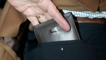 Ein Mann verlor im Casino sein ganzes Geld und wurde danach zum Dieb. (Symbolbild)
