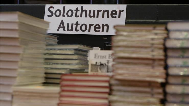 Bücher lesen und vorlesen lassen, darüber diskutieren und mehr: Kulturkommissionspräsident Jean-Pierre Thomsen möchte, dass dies in Grenchen wieder gemacht wird.Fotos:om/hra