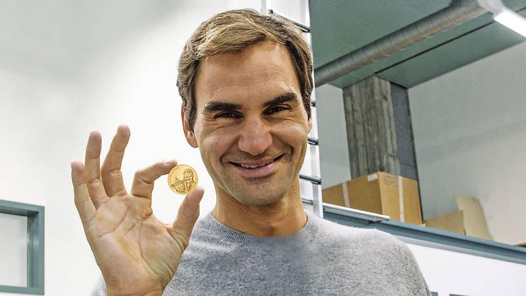 Neu in Gold: Roger Federer mit «seiner» 50-Franken-Goldmünze.