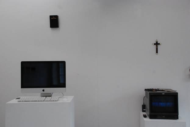 Mayka Gräfleins Installation zieren religiose Gegenstände