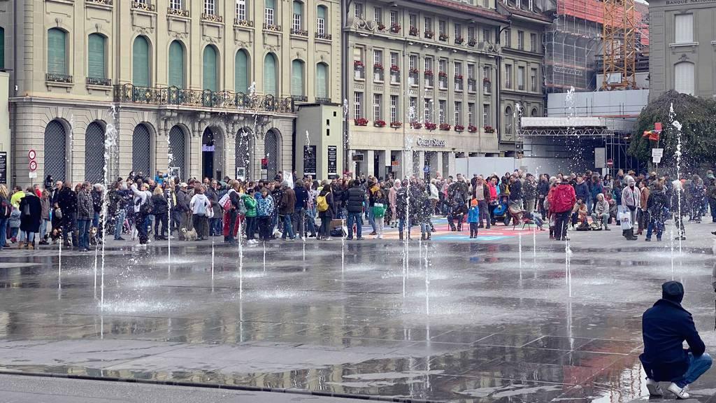 Gegen die Coronamassnahmen wird immer wieder protestiert – wie hier in Bern. Nun beobachtet der Bund eine Radikalisierung der Szene.