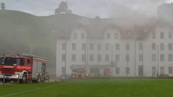 Brand im Erlenbach in Herisau: 100 Einsatzkräfte rückten aus - eine Person wurde verletzt (Bild Kantonspolizei Appenzell Ausserrhoden).