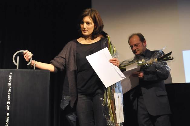 Die Filmemacherin Fanny Bräuning durfte als erste einen «Prix de Soleure» in Empfang nehmen