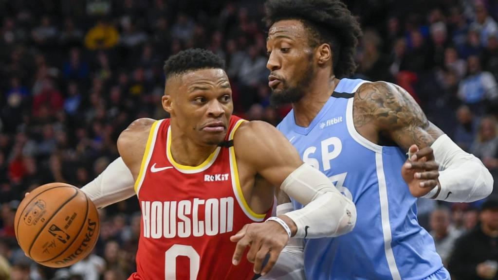 Houstons Russell Westbrook (links) war von der Timberwolves-Verteidigung fast nicht zu stoppen