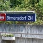 Beim Bahnhof Birmensdorf soll ein Dach neu saniert werden. (Archivbild)