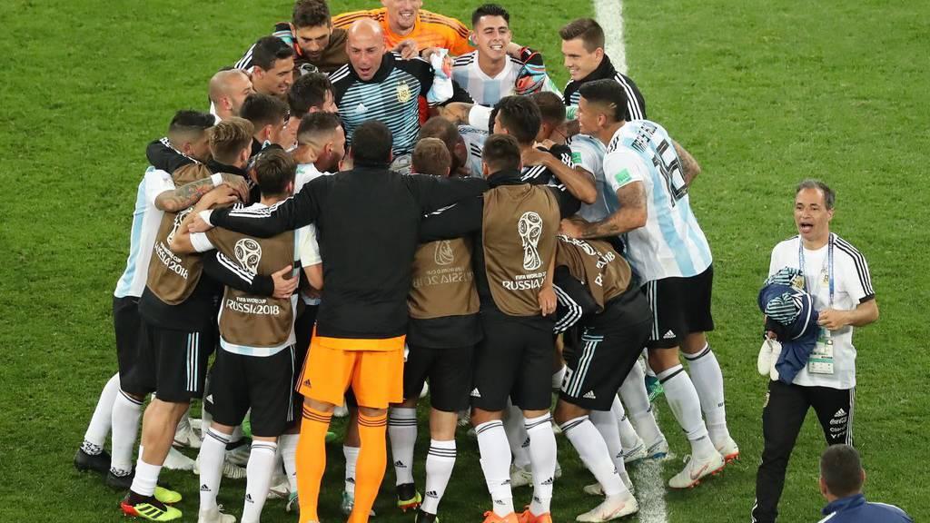 Haben allen Grund zum Jubeln: Argentinien ist im Achtelfinal.
