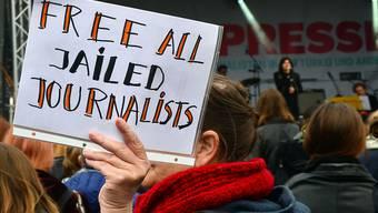Die Pressefreiheit ist derzeit durch zahlreiche Krisen bedroht. Die Organisation Reporter ohne Grenzen ruft dazu auf, wachsam zu bleiben. (Archivbild)