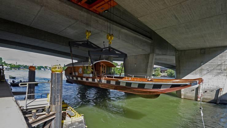 Am Dienstag wurde die St. Johann Fähre «Ueli» ausgewassert.