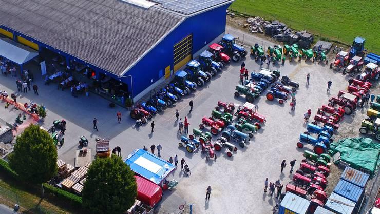 Gute Stimmung und eine schöne Auswahl an landwirtschaftlichen Fahrzeugen.