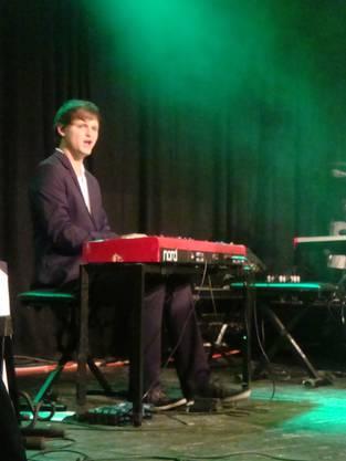 Dimitri am Keyboard hilft während der Tournee aus