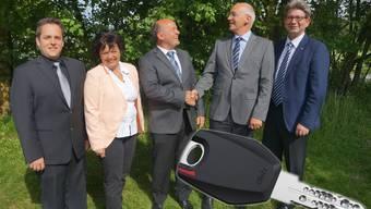 von links nach rechts: Dario Halter, Karin Halter, Hanspeter Halter, Peter Riedweg, Bruno Räz. Die Firma Glutz bietet mechanische Zutrittssysteme.