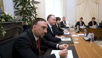 Franck Ribéry mit Karl-Heinz Rummenigge vor den Richtern in Lausanne.