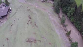 Die über das Ufer getretene Emme verursachte grosse Schäden in der Region Schangnau.jpg