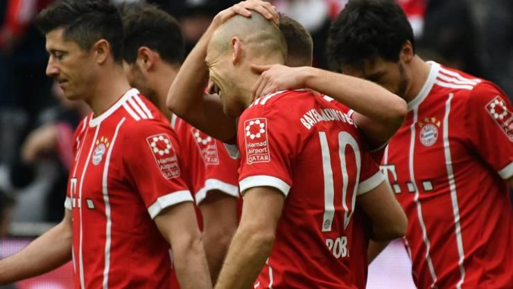 Jubeln à discrétion: Bayern München schoss den Hamburger SV ein weiteres Mal regelrecht aus der Allianz Arena