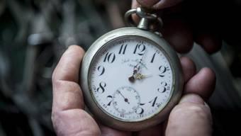 Umstellung auf Sommerzeit: In der Nacht auf Sonntag werden die Uhren um 2 Uhr eine Stunde vorgestellt. (Themenbild)