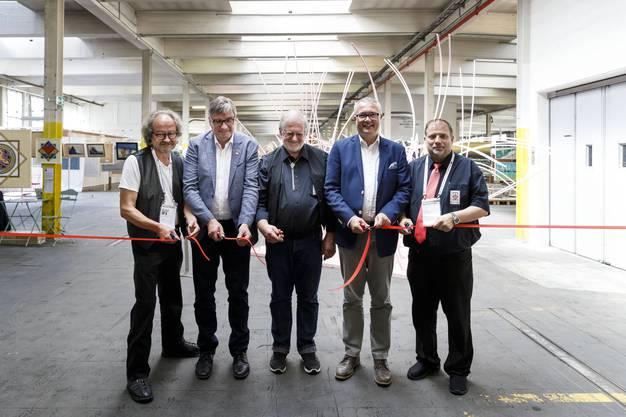 Eröffnungsakt mit  Bärnu Anderegg, Gemeindepräsident Stefan Hug, Merwin Bader, Regierunsrat Remo Ankli und Roger Jan Kaufmann